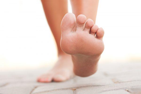 Bị nứt gót chân nguyên nhân là gì ?